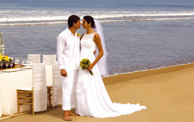 Bodas en la playa vestidos de blanco