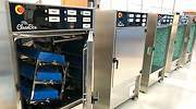 Lucha contra el coronavirus: crean una máquina que desinfecta las bandejas de seguridad de los aeropuertos