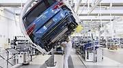 700x420_robot-fabrica-coches-volkswagen-operario-770.jpg