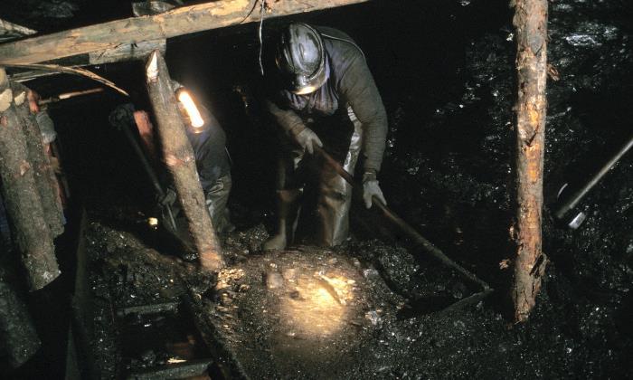 El Gobierno sube las ayudas para la extracción de carbón