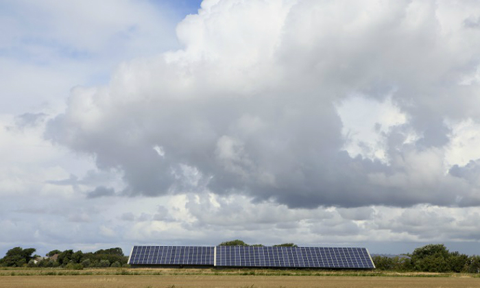 Paneles-solares-nubes