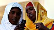 somalis-movil-mujeres-700.jpg