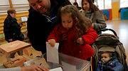 elecciones-10n-familia-vota-reuters.jpg