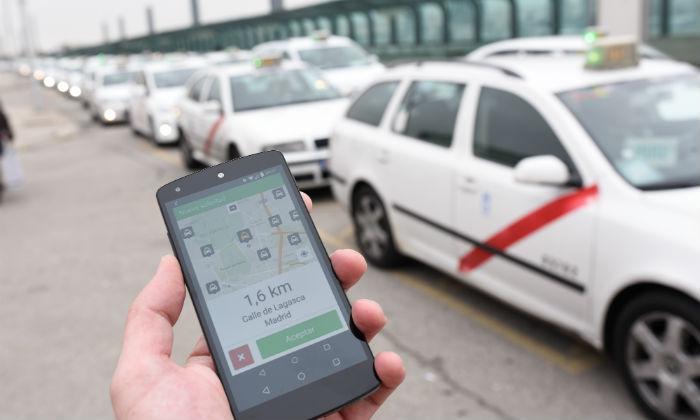 La ciudad se mueve desde el smartphone: conozca a los nuevos rivales del taxi y cómo funcionan