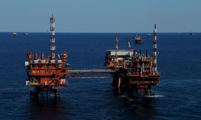 plantas-petroleo-mar.jpg