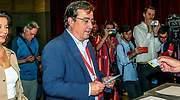 Guillermo Fernndez Vara votando este 26-M Foto EFE
