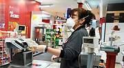 Las patronales de El Corte Inglés, Carrefour, Ikea, Mercadona y Dia piden poder vacunar a sus trabajadores
