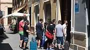 700x420_Turistas-accediendo-a-un-edificio-de-apartamentos-turisticos.jpg