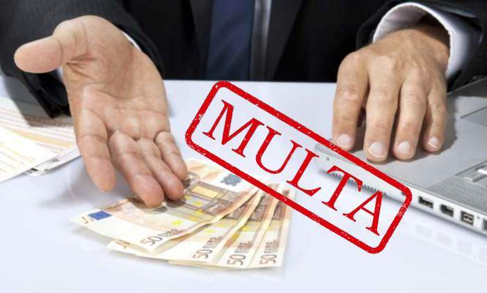 multa-billetes-mano-portatil.jpg