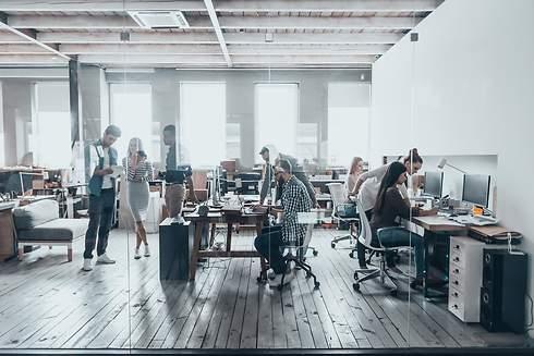 490x_gente-trabajo-oficina