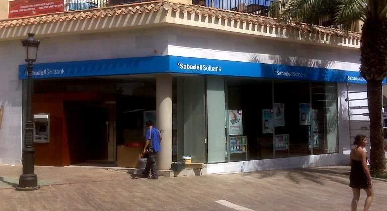 Banco sabadell quiere captar clientes extranjeros for Oficina de extranjeros valencia