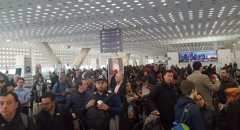 Protesta de pilotos en AICM retrasa 10 vuelos de Aeroméxico Connect