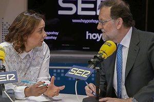 Rajoy raja en la radio y se lía