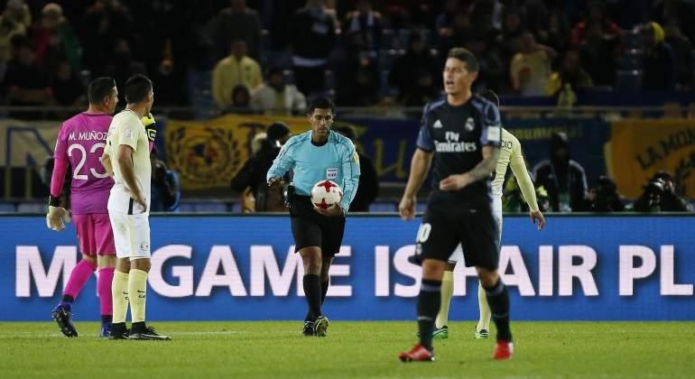 El Real Madrid explota contra la FIFA por el caos en el videoarbitraje en el  Mundialito e5e24835264b3
