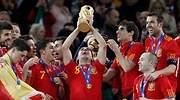 xavi-levanta-copa-mundo-2010-reuters.jpg