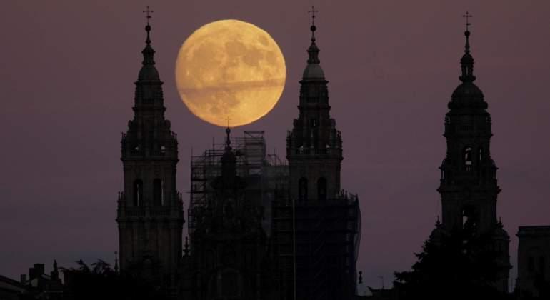 superluna-catedral-santiago-efe.jpg