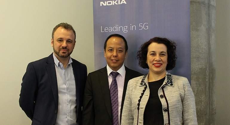 Equipo-regional-de-Nokia-durante-la-presentacion-en-Peru.jpg