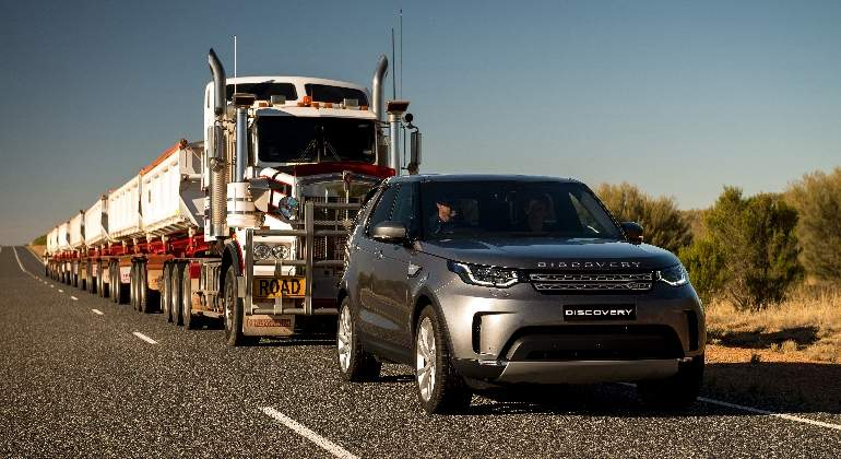 land-rover-discovery-convoy.jpg