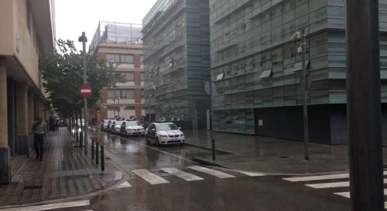 mossos-aparcados-referendum.JPG