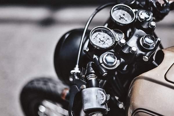 Seguridad en la moto: decálogo del motero para un puente sin riesgos en la  carretera - Ecomotor.es