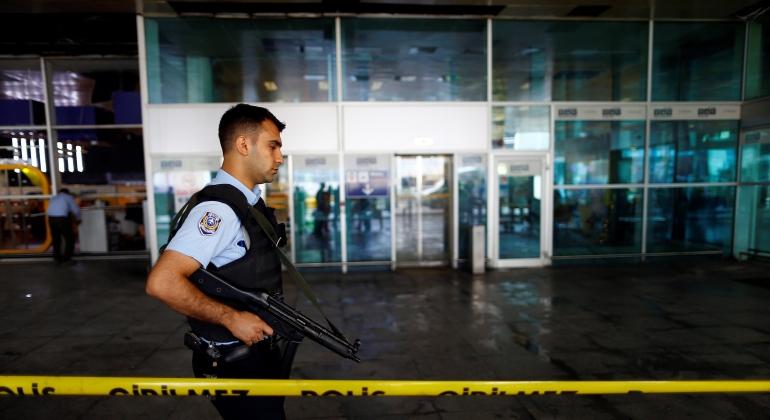 policia-aeropuerto-estambul-reuters.jpg