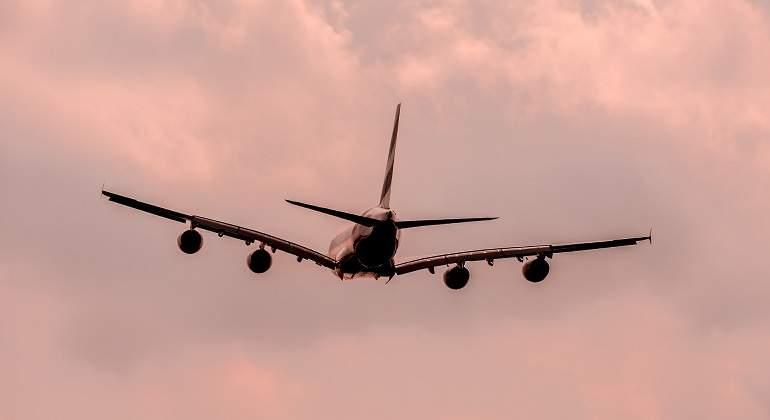 Evita que tus oídos se tapen cuando viajas en avión con