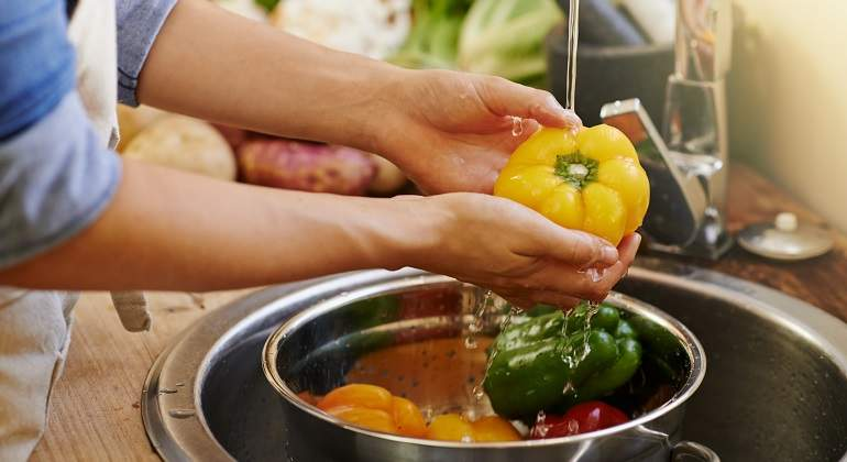 Trucos para lavar frutas y verduras para que estén libres de ...