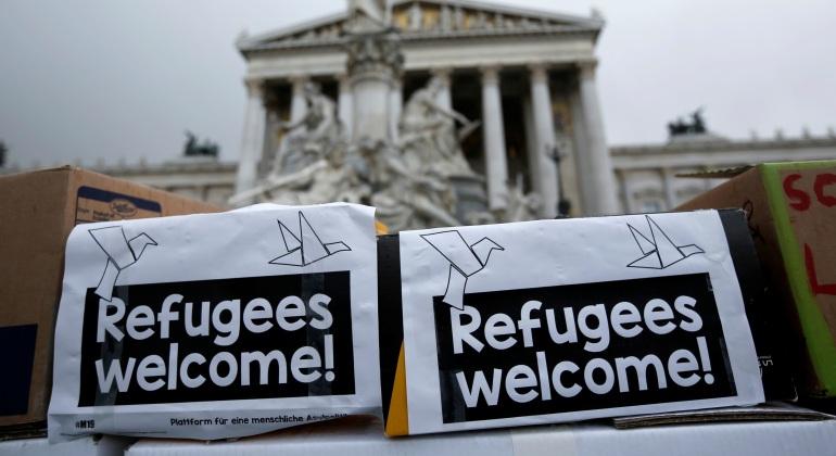 refugiados-cartel-rpotesta-austria-reuters.jpg