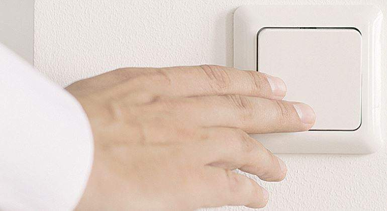 interruptor-mano-luz-770.jpg