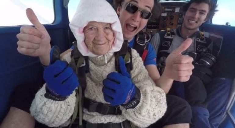 abuela-paracaidista-mas-anciana-reuters.jpg
