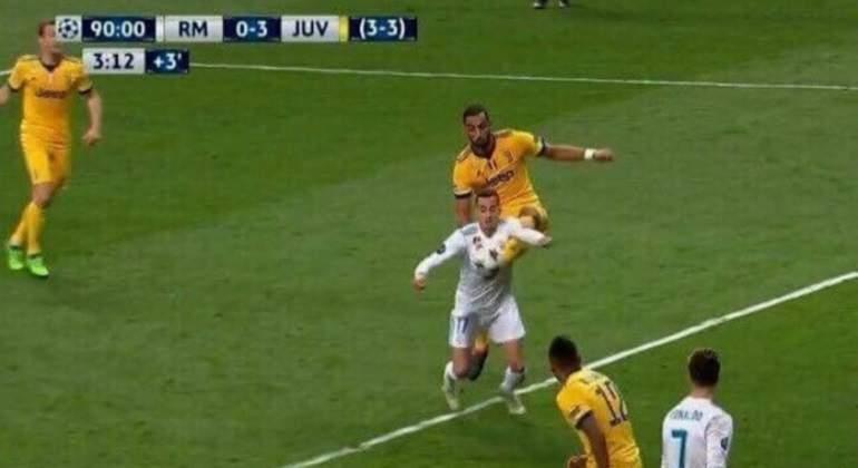 lucas-benatia-penalti-captura-tv.jpg