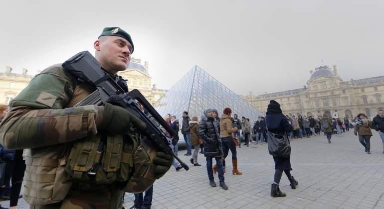 paris-policia-louvre-reuters.jpg