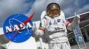 Astronauta-posando-delante-de-la-NASA-iStock.jpg