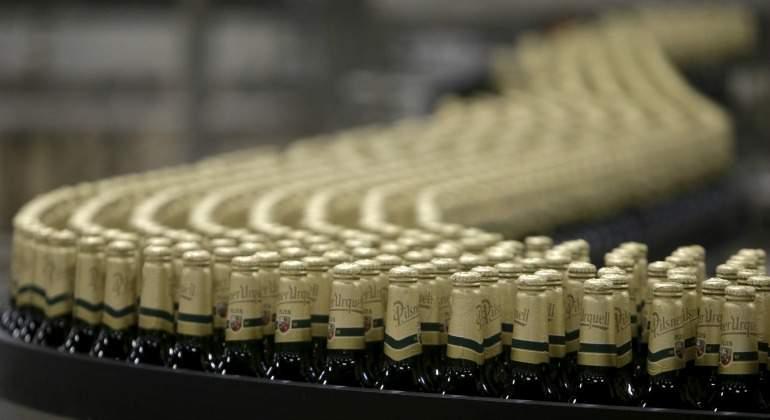 Anheuser-Busch-InBev-botellas.jpg