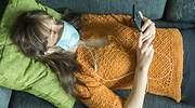 mujer-sofa-mascarilla-musica-dreamstime.jpg