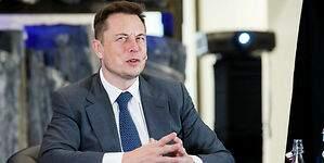 Elon Musk se autorrescata: compra la fallida compañía solar que dirigían sus primos