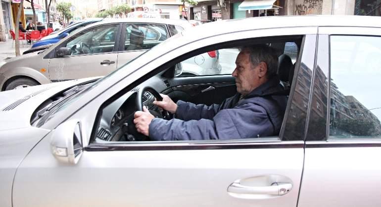persona-mayor-conduciendo.jpg