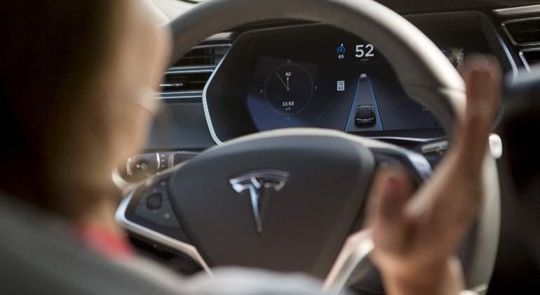 Elon Musk asegura que usar un vehículo no autónomo en 2037 será como ir a caballo hoy día