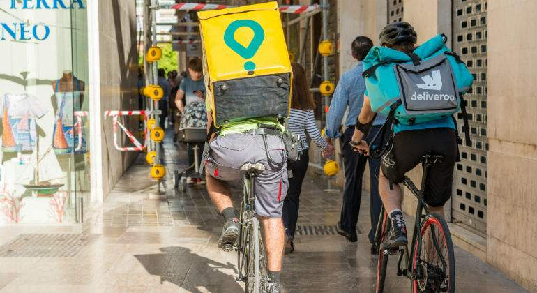 glovo-deliveroo-riders-malaga-alamy.jpg
