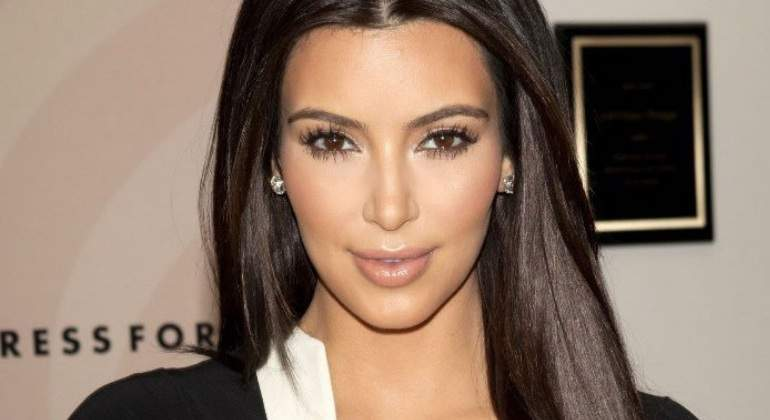 kardashian-cara.jpg
