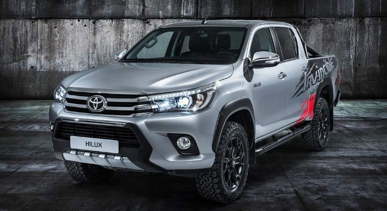 toyota-hilux-invencible-50-2017-01.jpg