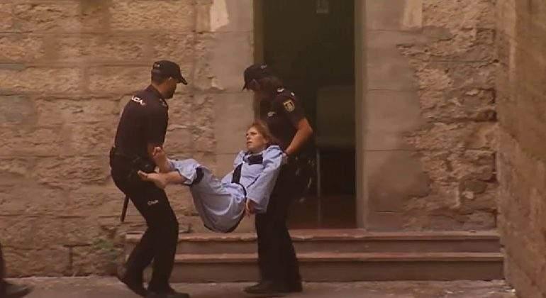 viuda-negra-silla-ruedas-asesinato-destornillador-alicate.jpg