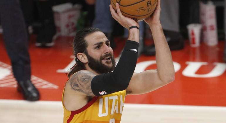 Ricky-Rubio-tiro-suspension-2018-efe.jpg