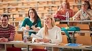 jovenes-universitarios-en-el-aula.jpg