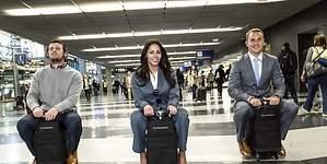 Modobag: la maleta motorizada que transporta pasajeros