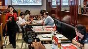 camarera-bar-espana-alamy.jpg