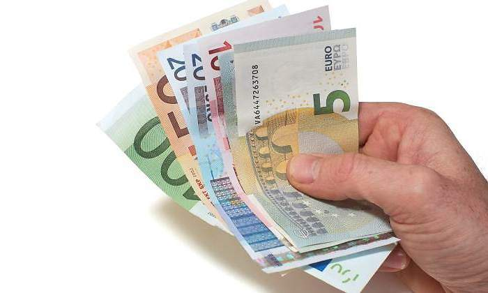 https://s03.s3c.es/imag/_v0/770x420/1/f/3/700x420_billetes-euro-mano