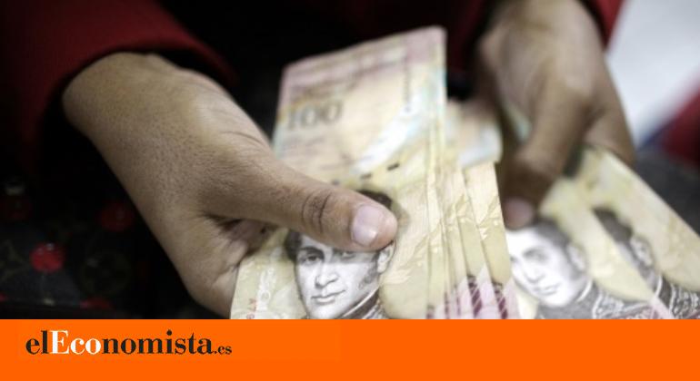 El salario mínimo de Venezuela baja hasta los 2,48 euros al mes, el punto más bajo de su historia