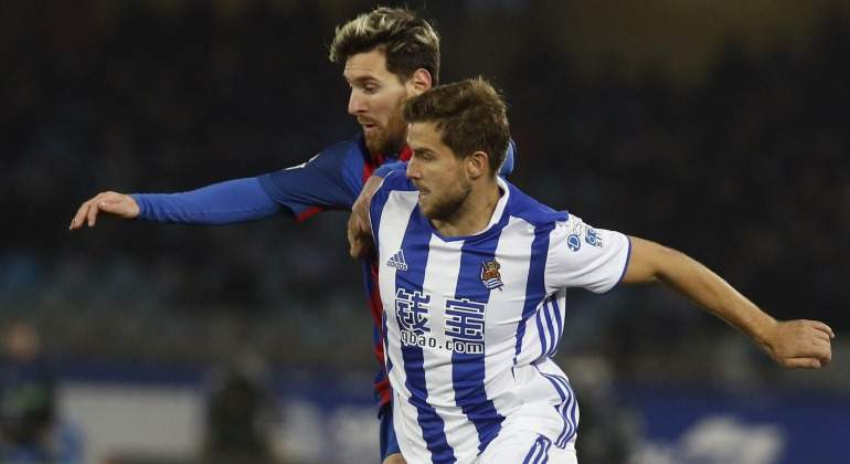 Inigo-Martinez-Messi-2017-efe.jpg