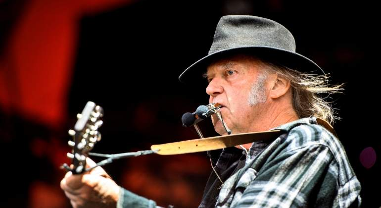 neil-young-reuters.jpg